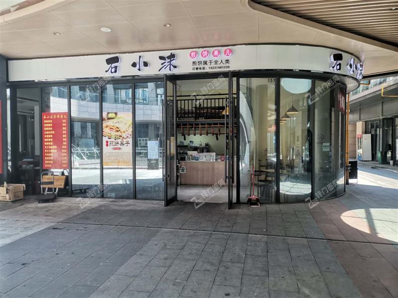 急转医学院商业街64平米拐角小吃餐饮旺铺