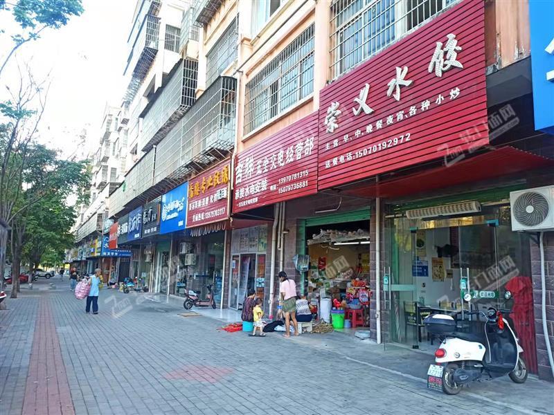杨梅新村小区门口餐饮店转让